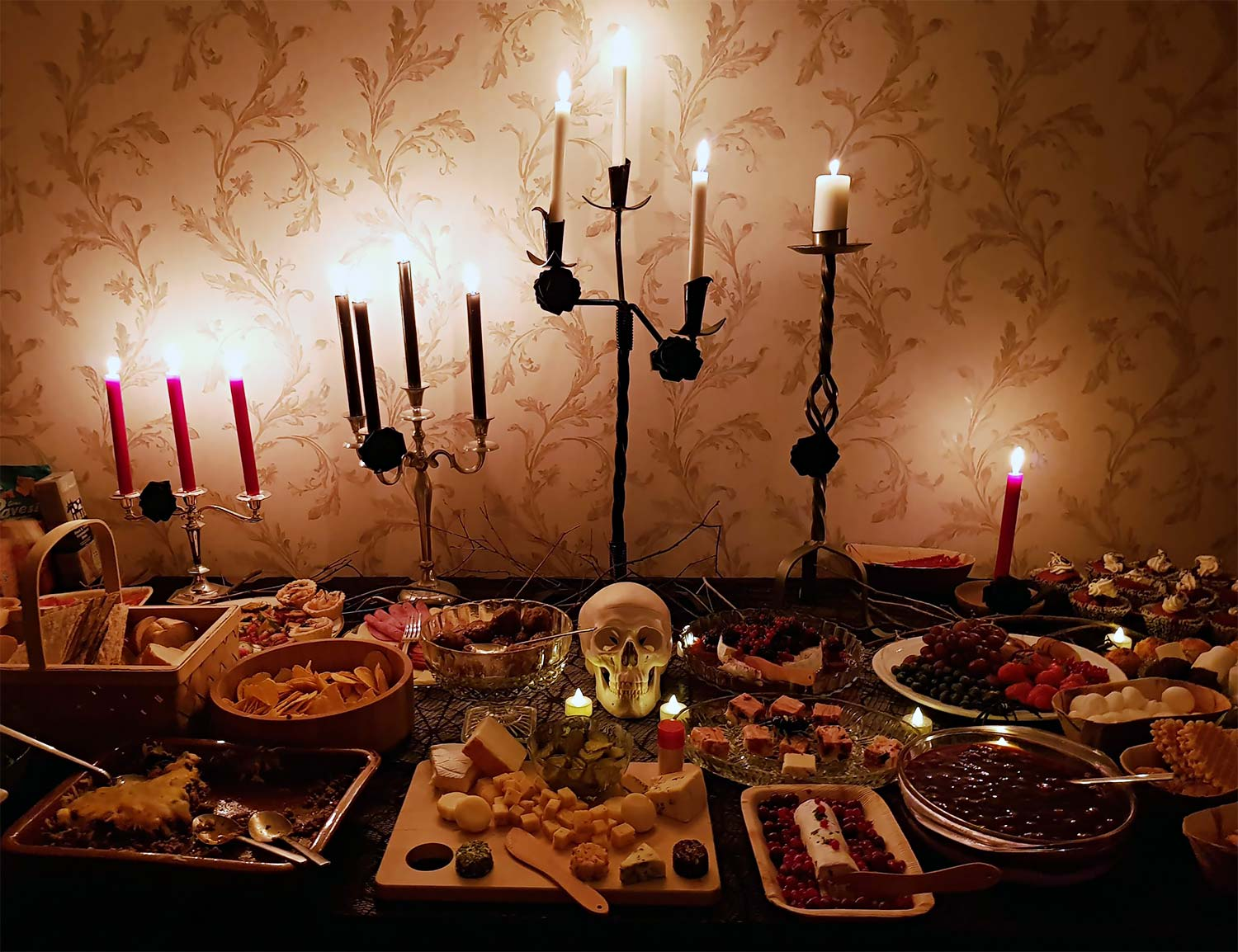 Halloween buffé table