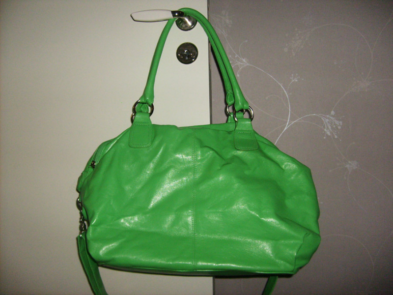Imaginary Karin - green bag